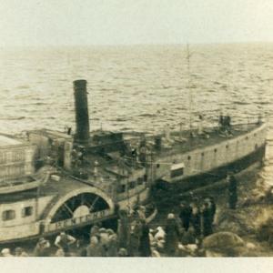 Barco en el que sale Imi de Europa